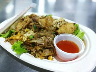 สกุลลอย คั่วไก่-ไก่สวนครัว ศูนย์อาหารตลาดปากคลองใหม่F1 27-28