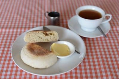 Hot Bread (ฮอทเบรด)