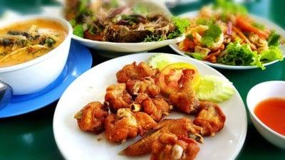 สวนอาหารบ้านสวนแม่ลาการ้อง (BAN SUAN MAE LA KA RONG RESTAURANT)