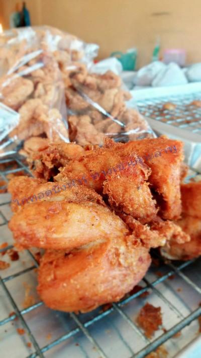 ร้านข้าวเหนียวไก่ทอดบังฟาร์ สาขา 1 ปากซอยเข้าเกาะลำพู