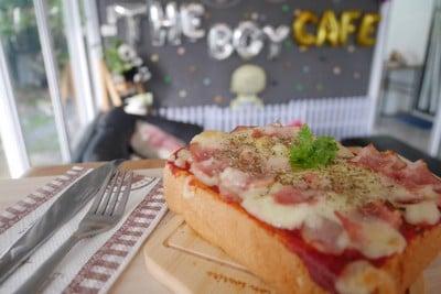 The Boy Cafe'