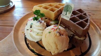 Ton Mamuang Cafe & Dessert (ต้นมะม่วง คาเฟ่)