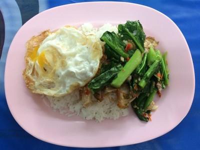 อาหารตามสั่ง ข้างคอนโดยูดีไลท์ริมถนนประชาชื่น
