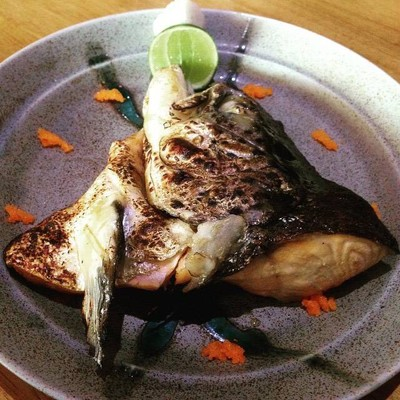 หัวปลาแซลมอนย่างเกลือ