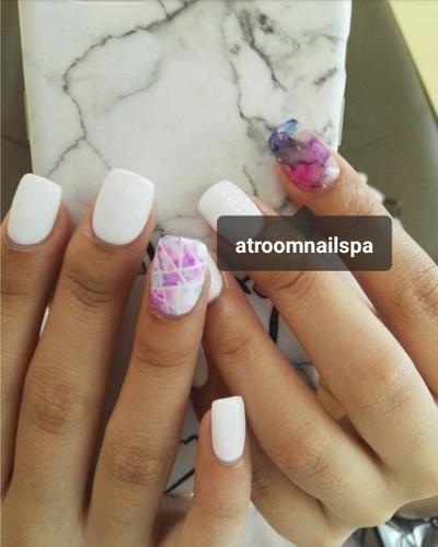 White & Sharpie colour  Booking Tel: 0928254746 Line id: atroomnailspa #atroomna