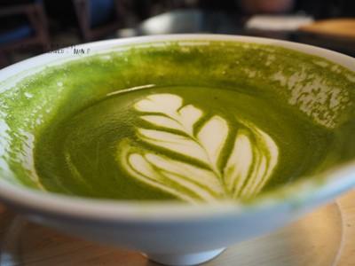 สีเขียวเข้ม แต่ไม่ค่อยรู้สึกถึงชาเขียวเท่าไหร่