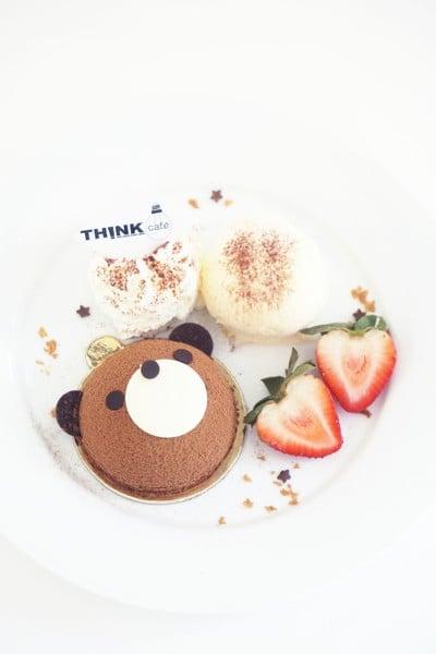 TEDDY CAKE เค้กหมี เป็นชิ้น 145.- เป็นเซ็ตพร้อมไอสครีมและวิปครีม 175.-