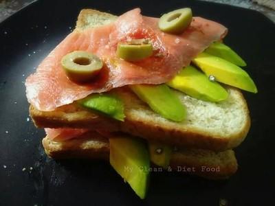 open sandwich and smoke salmon with avocado