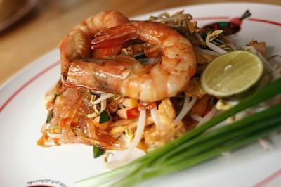 ผัดไทยอาซิ้ม กิ่งเพชร