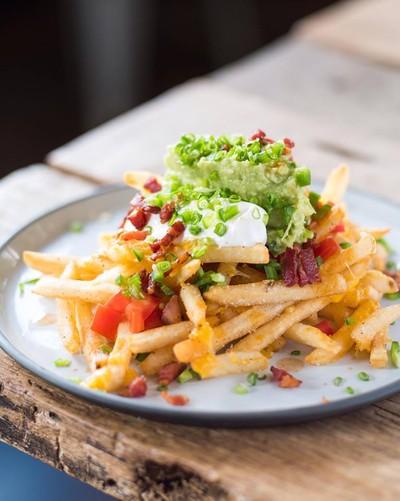 Supreme cheesy fries