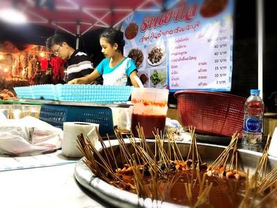 ยาใจ หมูจิ้มจุ่มพม่าไม้ละ 1 บาท