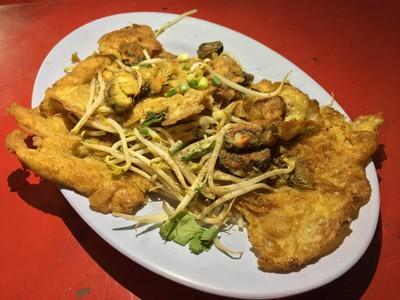 ผัดไทยหอยทอดเจริญรัถ