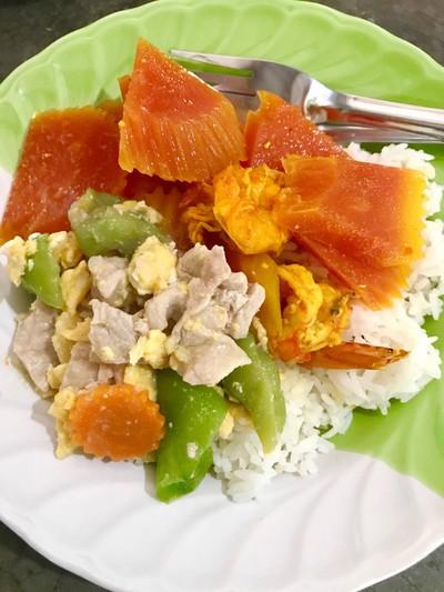 แกงส้มกุ้งมะละกอ ผัดบวบ