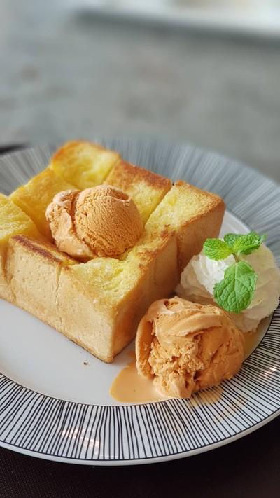 Original Maple Toast With Thai Tea Ice Cream