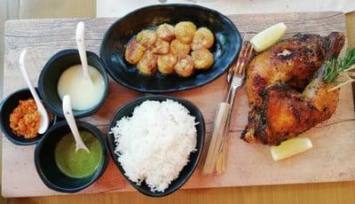 African rhapsody chicken served with grilled banana, steamed rice & karen chili ราคา 590 บาท++