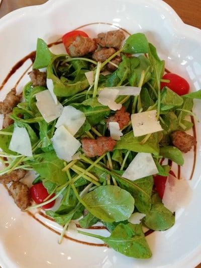 Arugula salad with Italian sausage ราคา 320 บาท++