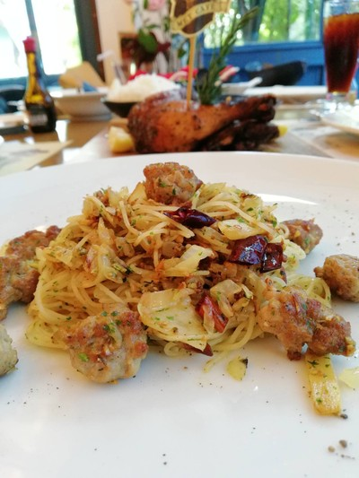 แองเจิลแฮร์ผัดพริกกระเทียมและไส้กรอกอิตาเลี่ยน ราคา 280 บาท++