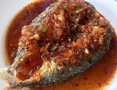 ปลาทูราดพริกน้ำปลาหวาน