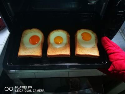 ขนมปังหน้าไข่