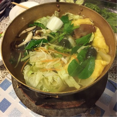 หม้อชาบู เริ่มทยอยลงผักลงไป