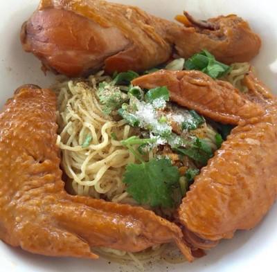 ก๋วยเตี๋ยวไก่ตุ๋นแม่วารีย์ (Mae Varee Chicken Noodle) ท่าเรือ
