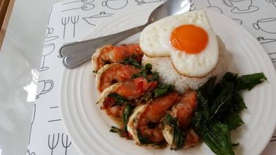 ข้าวกะเพรากุ้ง+ไข่ดาว