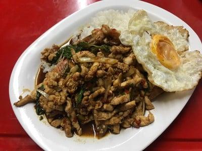 ผัดไทยรอบดึก ซอยศาลาแดง