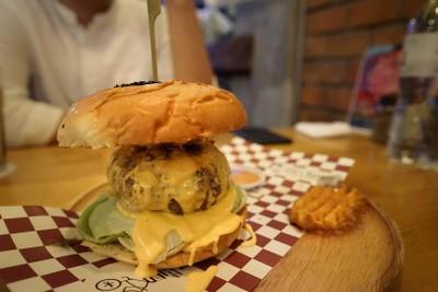 Jim's Burger & Beer (จิมเบอร์เกอร์แอนด์เบียร์) อารีย์