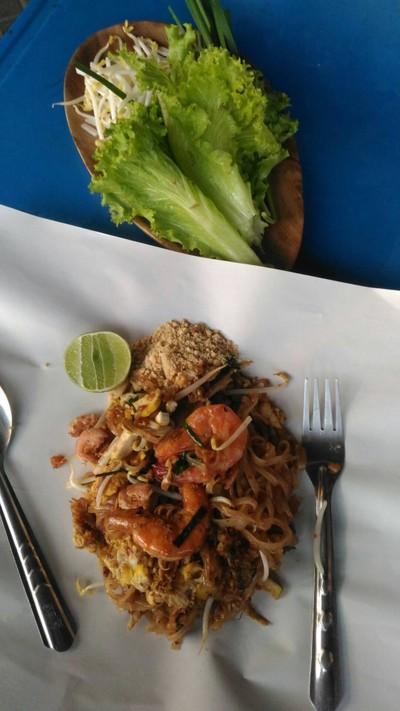 ผัดไทย หอยทอด