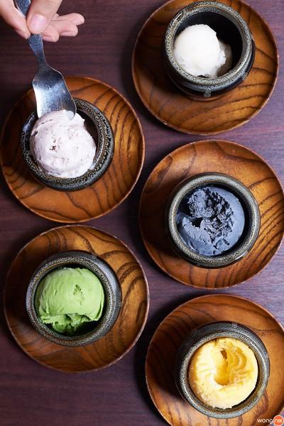 ไอศกรีม 5 รสชาติ ได้แก่ นมข้าวญี่ปุ่น, ชาเชียว, ชาร์โคล, บ๊วยเชอร์เบต และมะม่ว