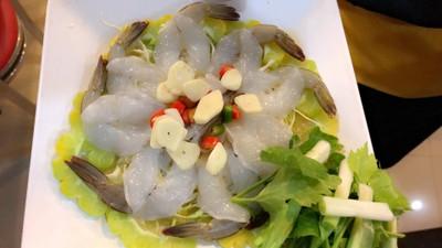 กุ้งแช่น้ำปลา ที่ ร้านอาหาร กวงทะเลเผา