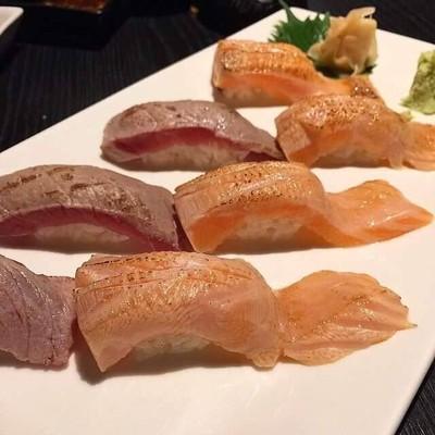 Salmon akami set แบบเบิร์นหน้า