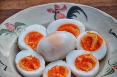 ไข่ต้มที่ต้องเป็นยางมะตูมทุกใบ ตามแบบฉบับ หมูทอดจับกัง
