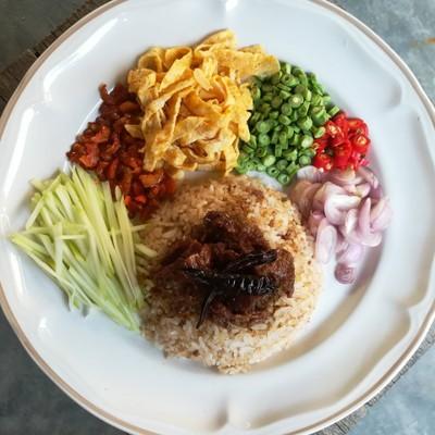 อาหารไทย ข้าวคลุกกะปิเนื้อหวาน