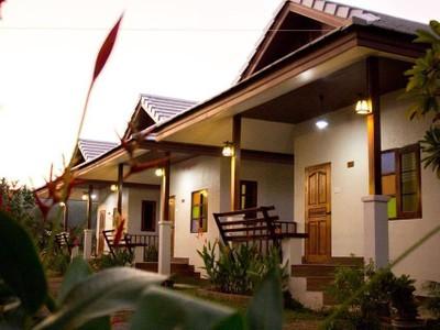 เฮือนฮักฮอดเดอะรีสอร์ท (Huean Hak Hot The Resort)