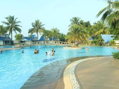 ปราสาทฮาวเชาว์รีสอร์ท (Castle Howchow Beach Resort Hotel)