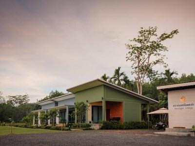 กระท่อมเดือนแจ้ง (Moonlight Cottage Resort)