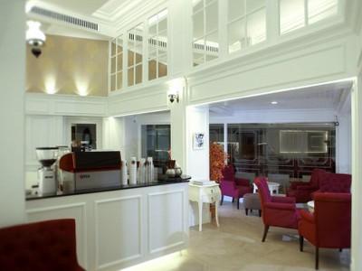 โรงแรมข้าวสารพาเลส (Khaosan Palce Hotel)