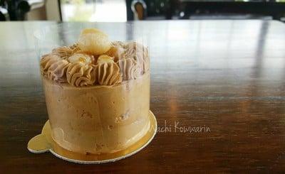 Maccaramel Coffee Cake • ราคา 140 บาท at PaulSugus' Farm Cafe ซ.กาญจนาภิเษก 7
