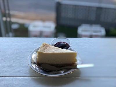 นั่งเล่นหน้าเล Bistro Cafe คลองวง