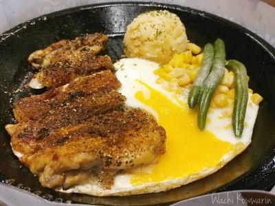 สเต็กไก่สไปซี่และไข่