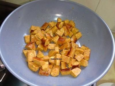 วิธีทำ สปาเก็ตตีผัดไส้อั่วกากหมูเจียว
