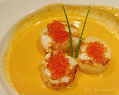 Scared Alaska Scallops With Ikura In Lobster Sauce