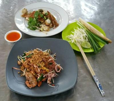 ผัดไทยแม่สมนึก ตลาดพรานนก