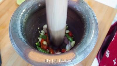 วิธีทำ หมูสร่งไข่เค็ม ทานคู่กับน้ำพริกขี้กา