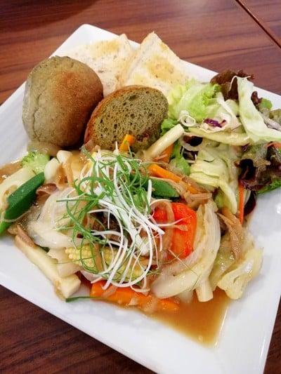Sustaina Organic Restaurant (ร้านอาหารออแกนิกซ์ ซัสเทน่า)