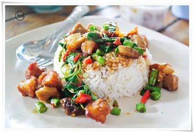 ขนมจีนสมุนไพร แม่เนียบ