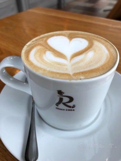 Latte • 70฿ ที่ ร้านอาหาร Siam Ratana Bakehouse