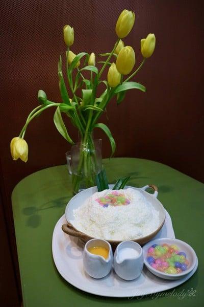 salty egg yolk bua-loi bingsu
