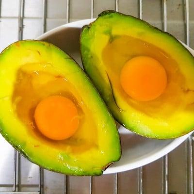 วิธีทำ มื้อเช้าสุขภาพดี ไข่อบอะโวคาโด